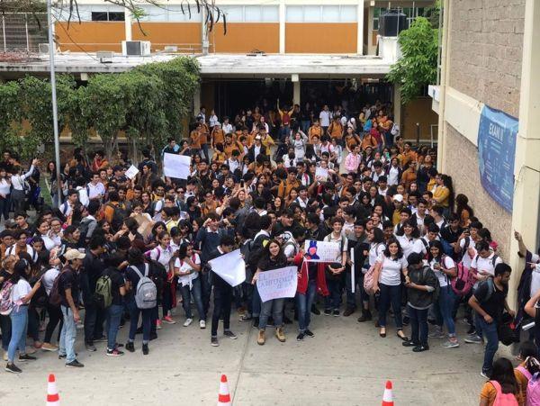 alumnos-preparatoria-protesta-maquillaje-5