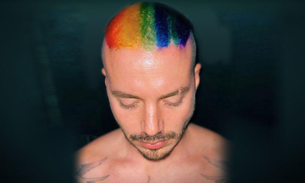 j-balvin-pelo-bandera-gay-arcoíris-00