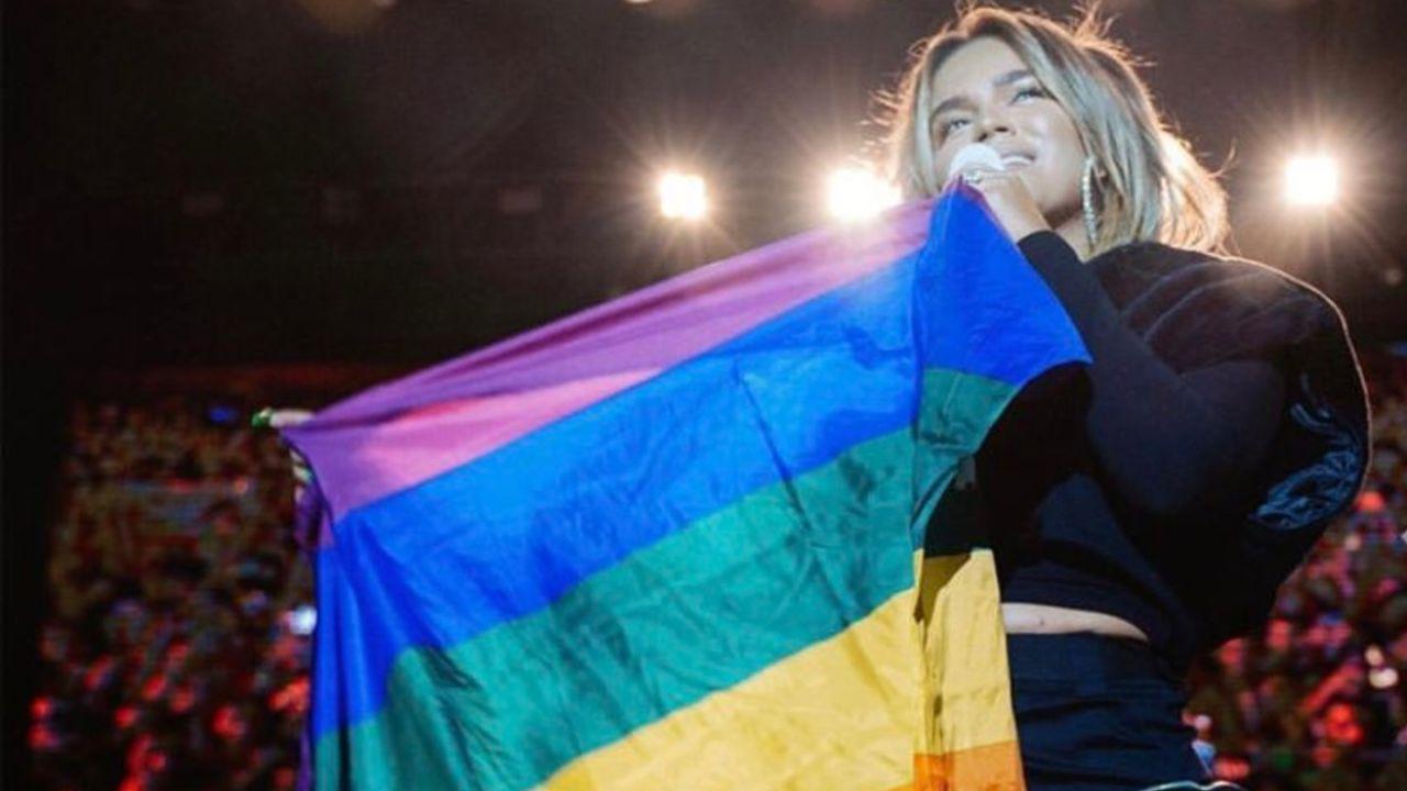 ondear-bandera-LGBT-alido-karol-g
