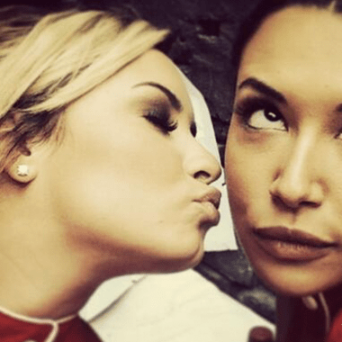 Demi-Lovato-agradece-novia-Naya-Rivera