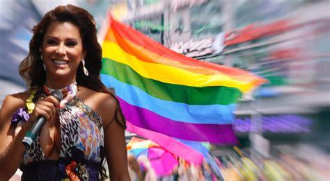 Ninel Conde actuó en 2013 en la Marcha del Orgullo de CDMX.