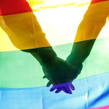Hombre gana demanda de pensión tras el fallecimiento de su pareja gay en Colombia