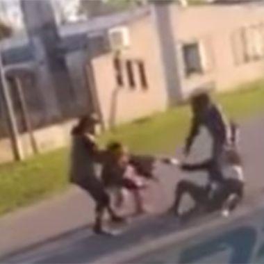 Una chica trans fue golpeada por un grupo de mujeres en Argentina.
