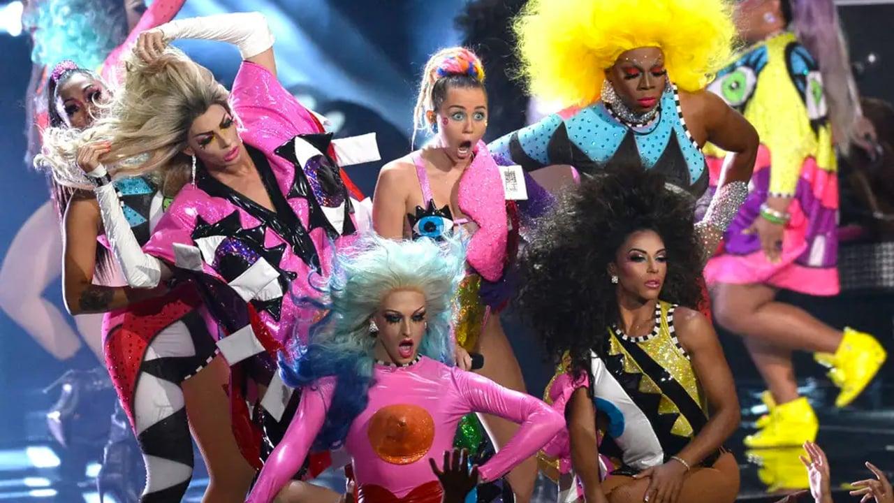Miley Cyrus en uno de sus momentos más LGBT+