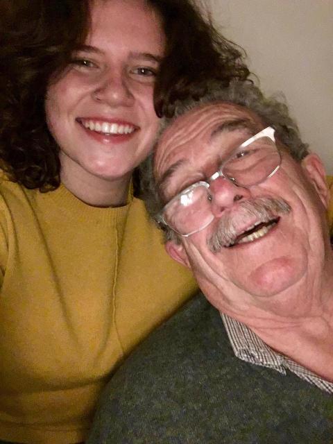 Este abuelito mostró su apoyo a su nieta lesbiana