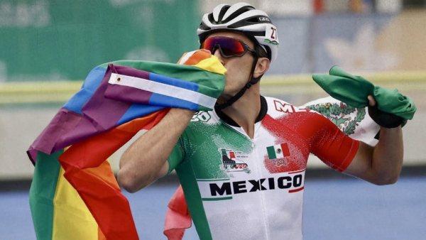 Salidas del clóset de famosos LGBT+