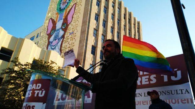 precandidato de Morena en Chihuahua arranca campaña con bandera LGBT+