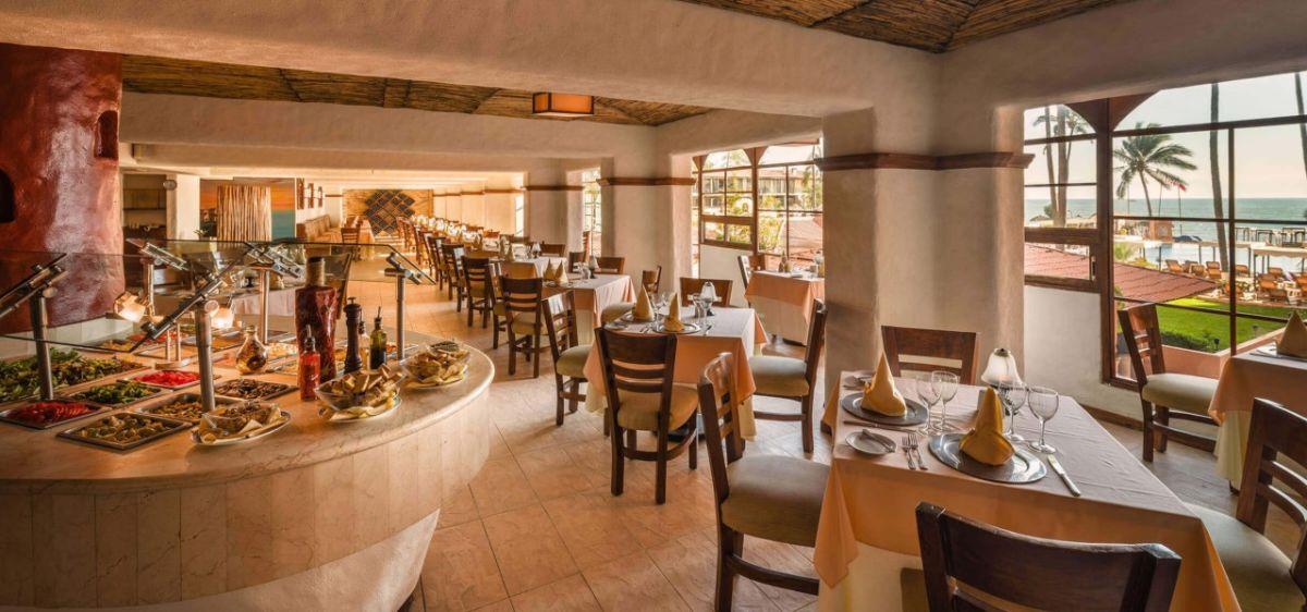 hotel crown paradise golden puerto vallarta buffet