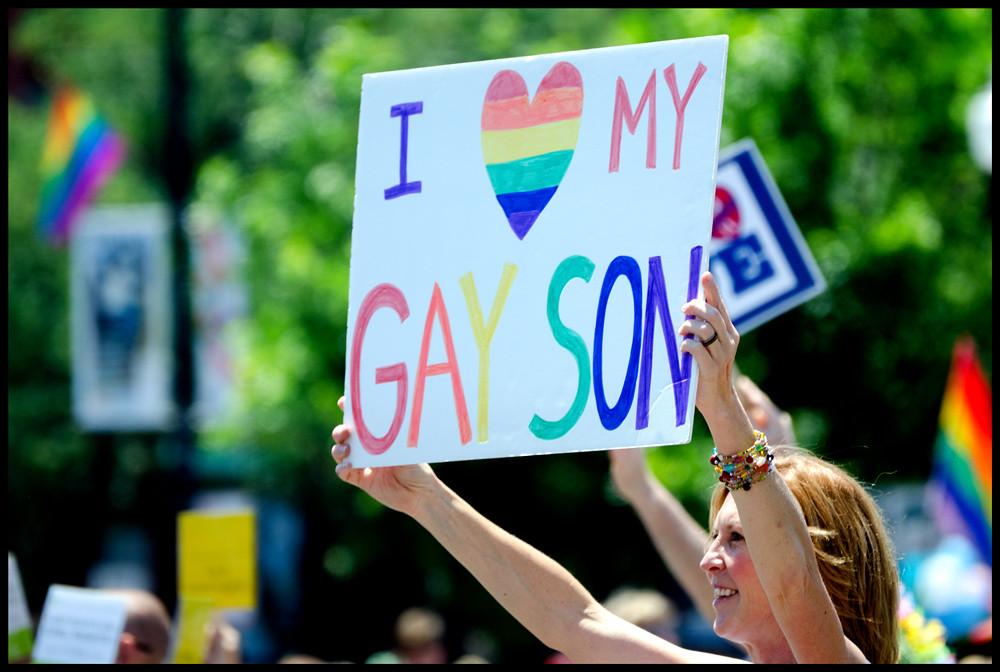 mamá-hijo-marcha-gay