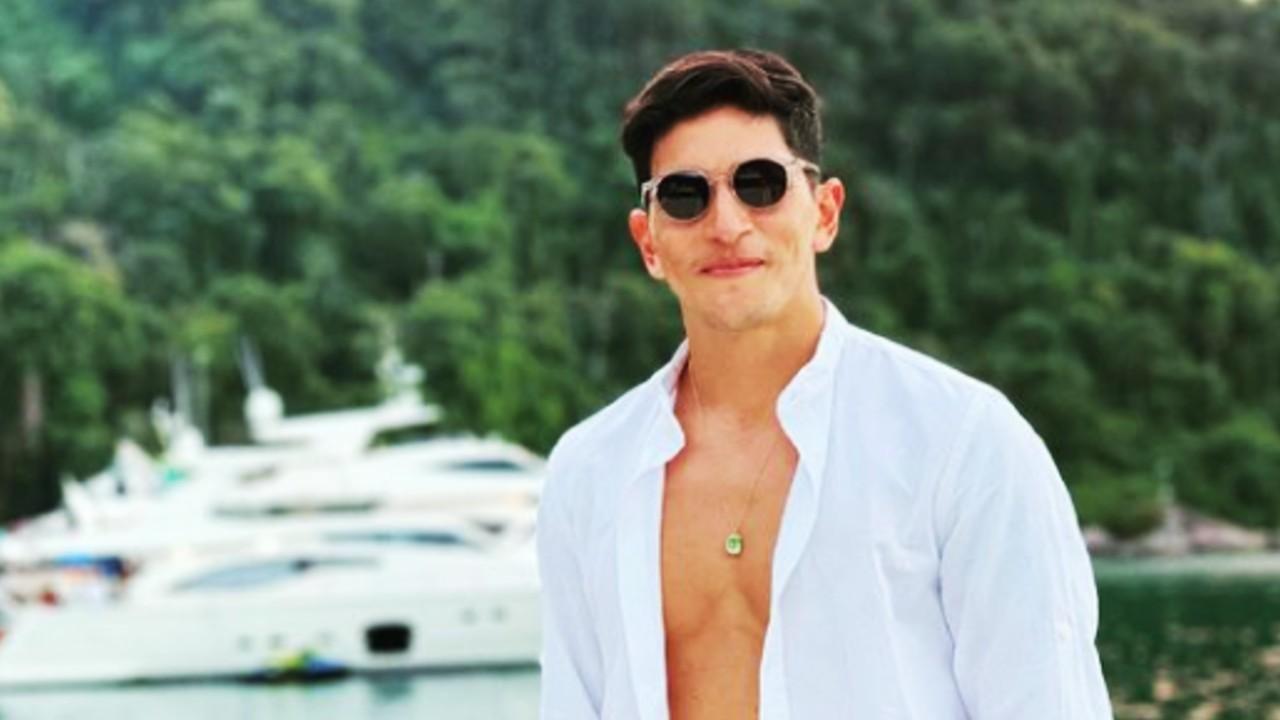 Germán Cano saca bandera LGBT+ en partido