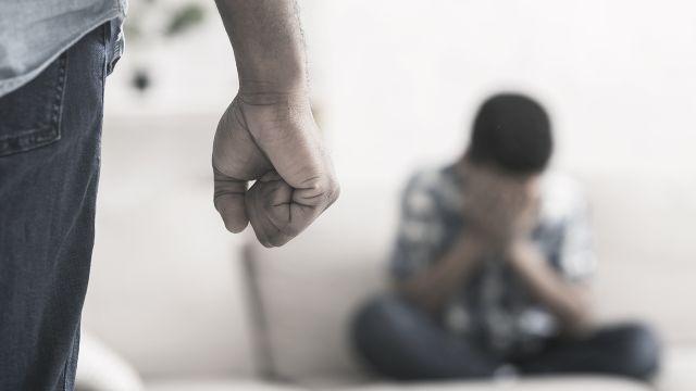 familia alejar violencia lgbt gay