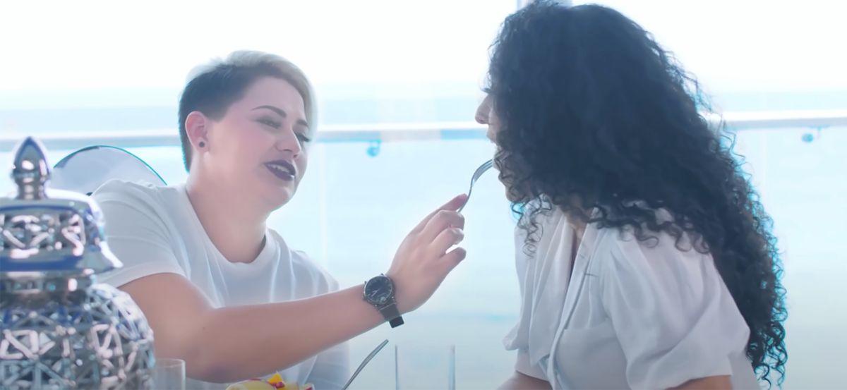 Pareja lesbianas video Que el mundo ruede Recodo