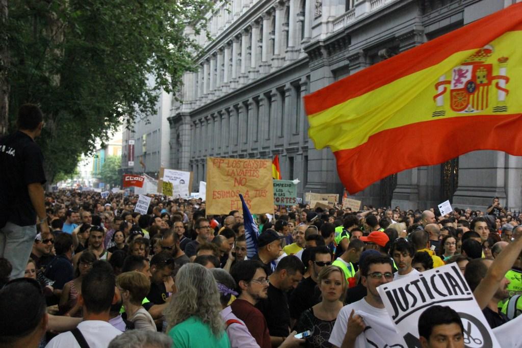 5. Fui a una manifestación del 15M con una bandera de España
