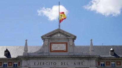 bandera-colocada-media-asta-sede_EDIIMA20180329_0332_20[1]