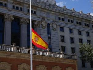 bandera-colocada-media-asta-sede_EDIIMA20180329_0346_20[1]