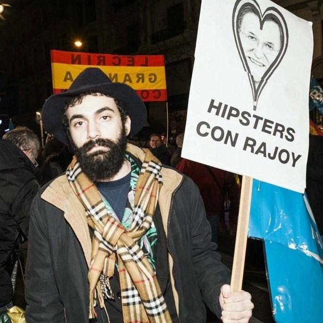 Hipsters celebran la victoria electoral del PP en Génova