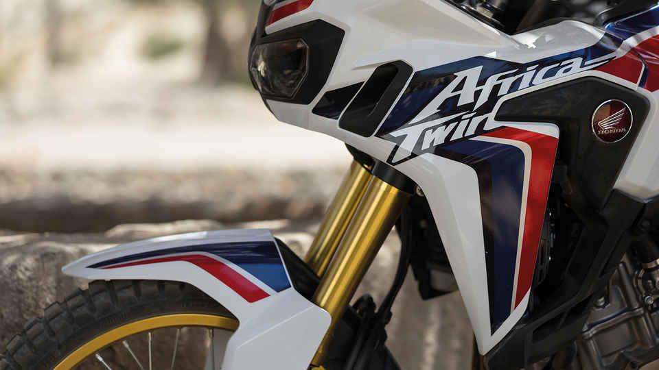 Priblížený záber na motocykel Africa Twin