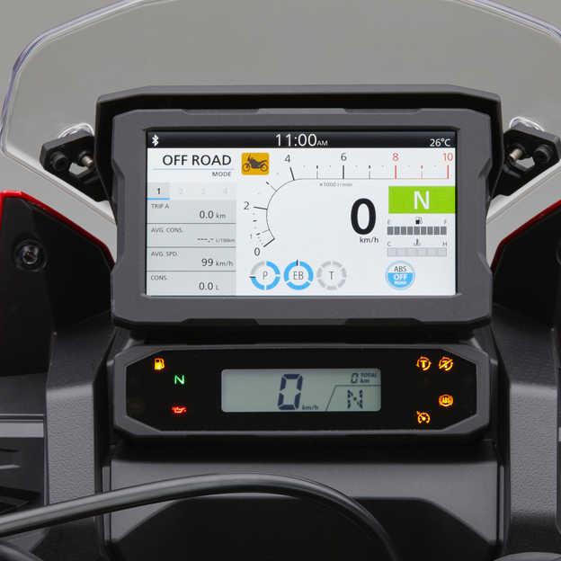 Honda Africa Twin, detailný záber displeja TFT saplikáciou Apple CarPlay®