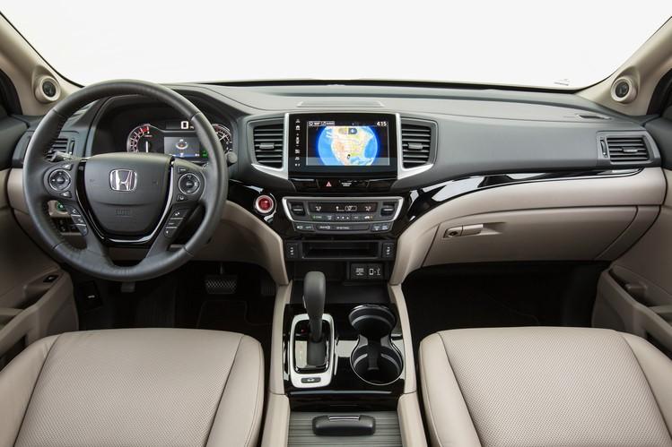 2017-Honda-Ridgeline-002
