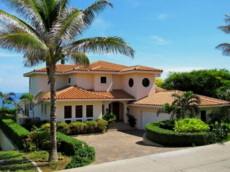 Island House Vacation Rentals  Honduras Tips
