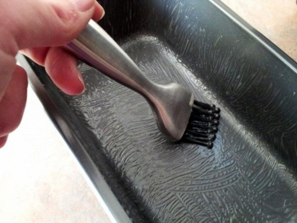 Pastry brush to spread grease in a pan