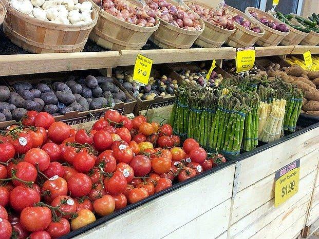 Mariano's display of produce