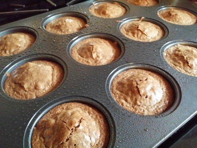 orb mini cakes in the pan