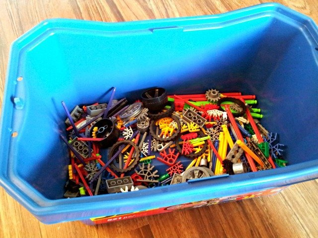 K'NEX value tub looks empty with 521 pieces in it