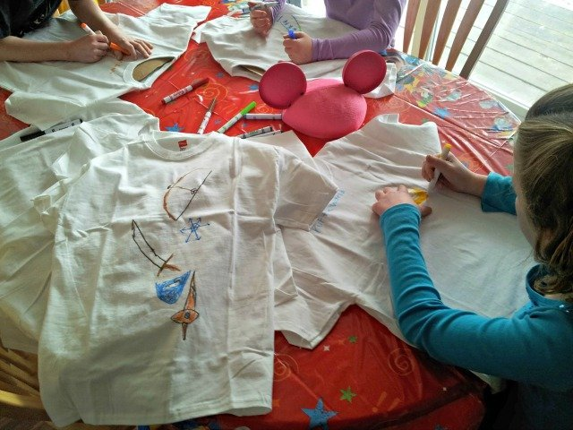 Kids created t-shirts with logos symbolizing their favorite #DisneySide chracters