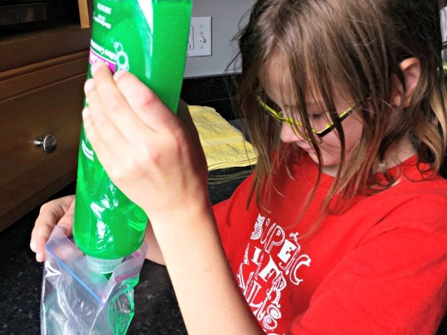 Making a homemade ice pack