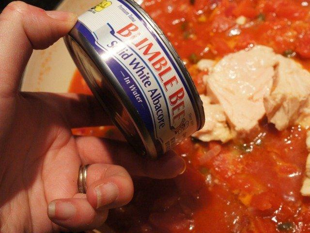 Adding tuna to the sauce