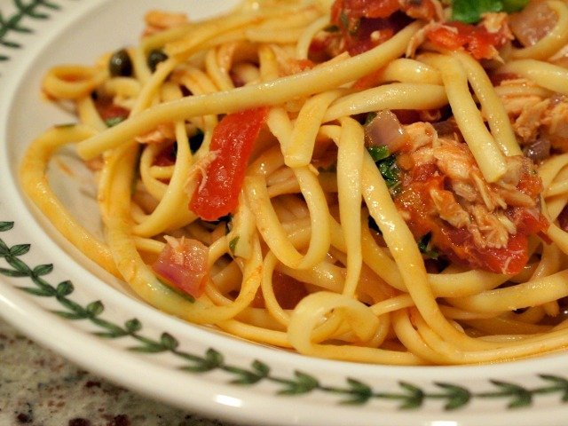 Tuna and tomato pasta closeup