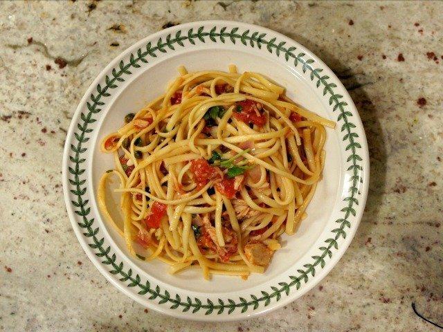 Bowl of tuna and tomato pasta