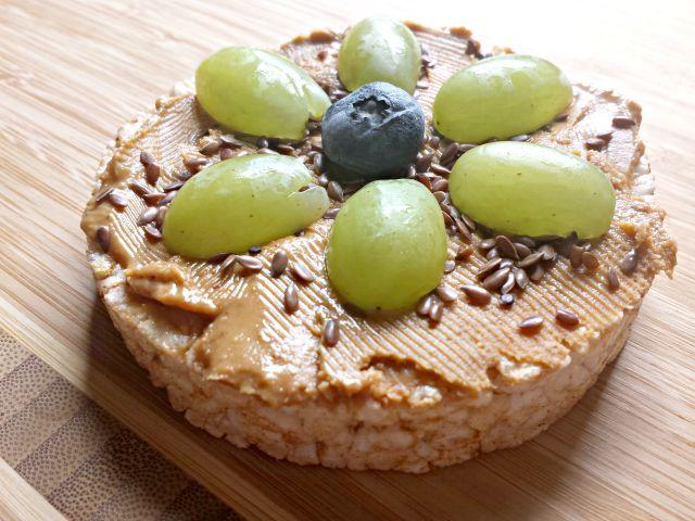 Fruity rice cake snack