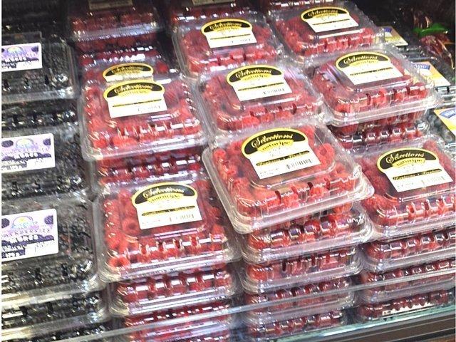Fresh berries at Fresh Thyme Market