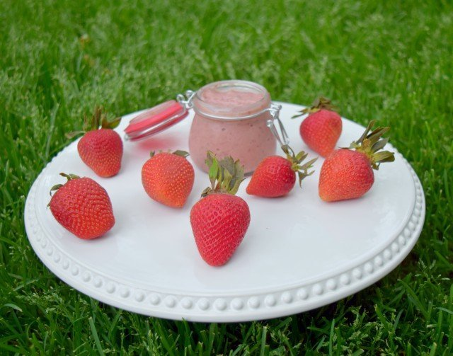 Enjoy a summer treat for picnics with homemade strawberry curd