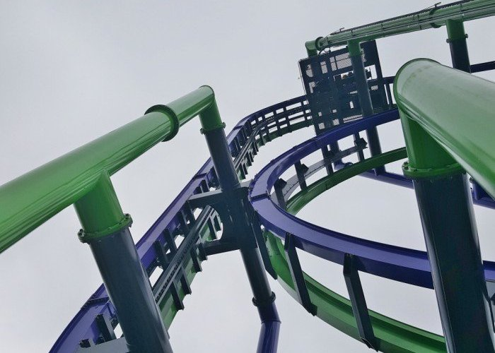 THE JOKER coaster goes straight up