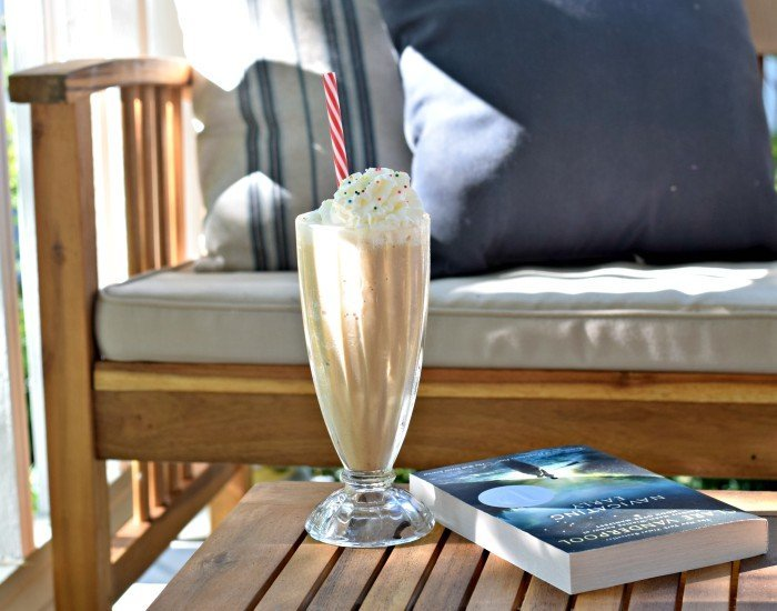 Perfect summer morning with a four ingredient cake batter frappe