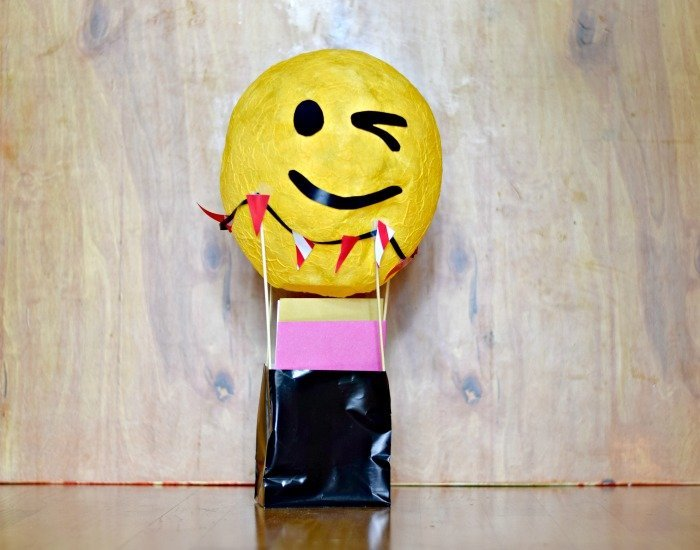 Hot air balloon card holder for emoji birthday party tutorial