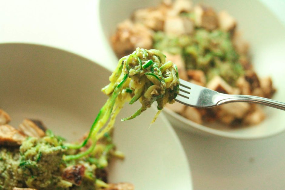 Avocado-Pesto-Zucchini-Noodles-3