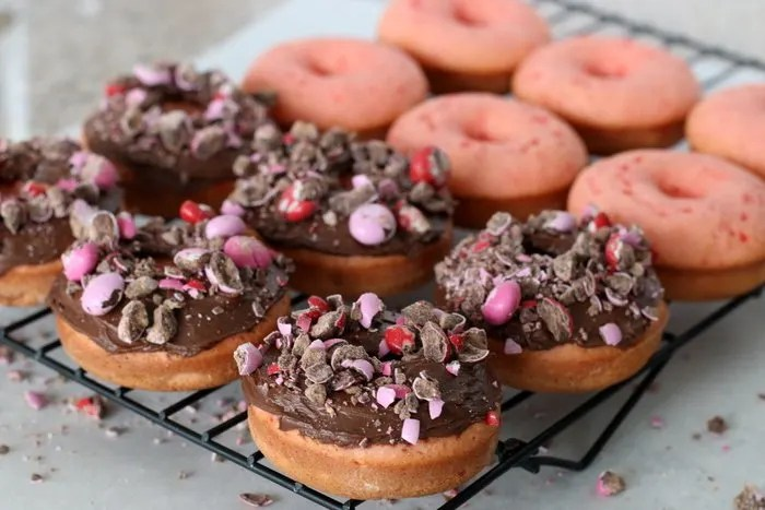 FashionablyEmployed.com | Chocolate Covered Strawberry Donuts | A quick and easy recipe that looks far fancier than it really is, great gift idea for Valentine's Day