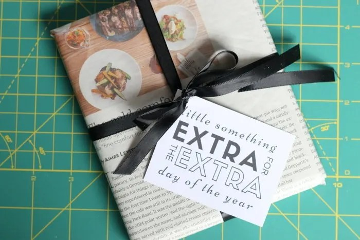 Need a quick 5 minute gift wrapping idea with supplies you probably have on hand? Check out this quick and easy gift wrapping idea, especially perfect for Leap Year! | HonestlyModern.com