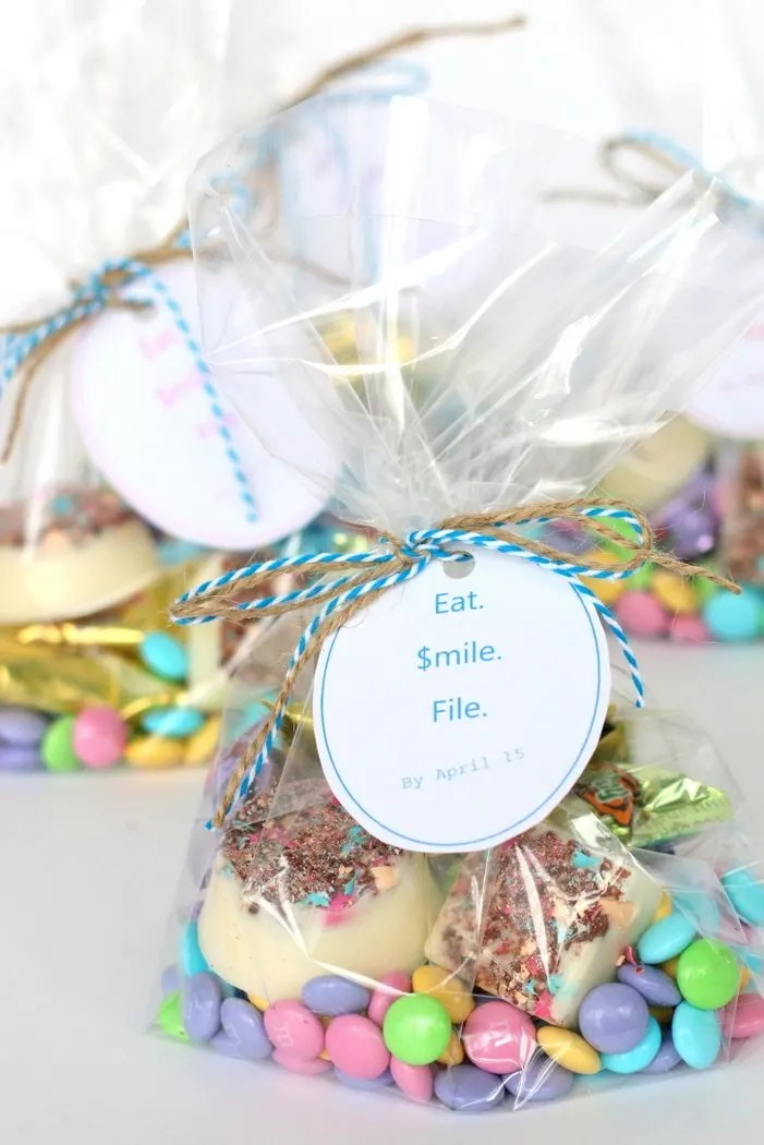 Have a CPA in your life who could use a little treat during busy tax season? Download this printable for a quick and easy way to make a personalized treat to show your appreciation.