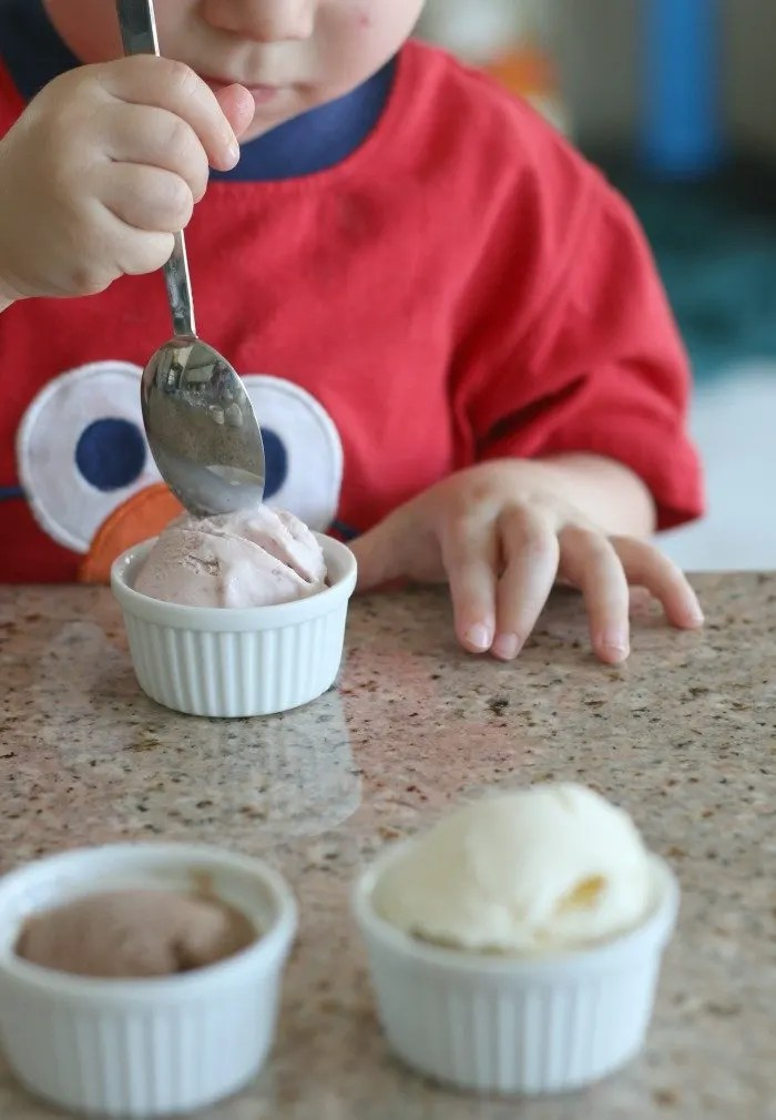 Looking for a sweet little indulgence for you (and maybe your family)? Check out this fun idea for a Neapolitan flight.