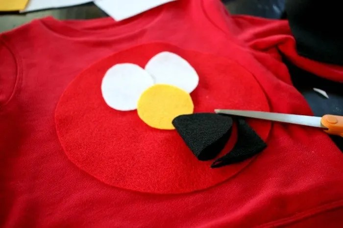 elmo-face-on-a-simple-diy-halloween-costume