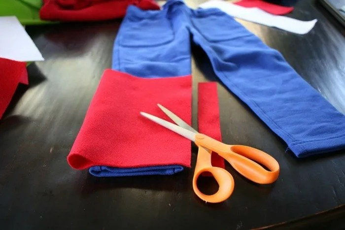 fold-over-felt-to-measure-the-width-of-the-pant-leg