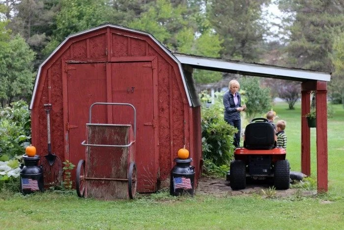 red-shed-with-orange-pumpkins