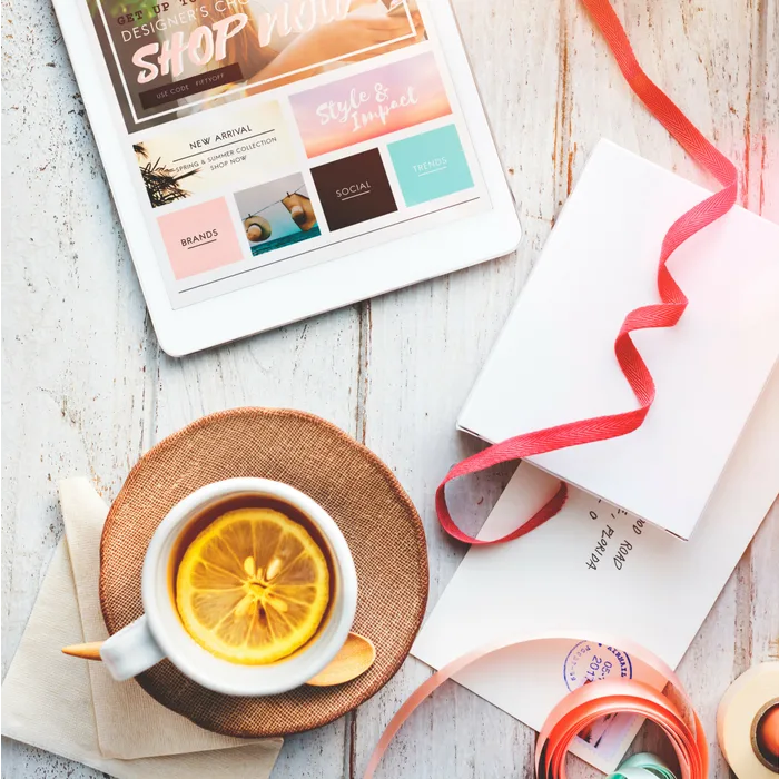 Wondering whether online shopping or in-store shopping is better for the environment? Check out this helpful summary to guide your holiday shopping.