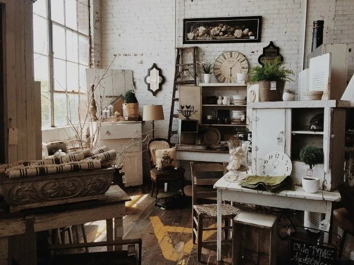 Captivating As A Fan Of Secondhand Items, The Idea Of Mixing Vintage And Antique Items  Into A Modern Home To Add Contrast And Class Seems So Intriguing.