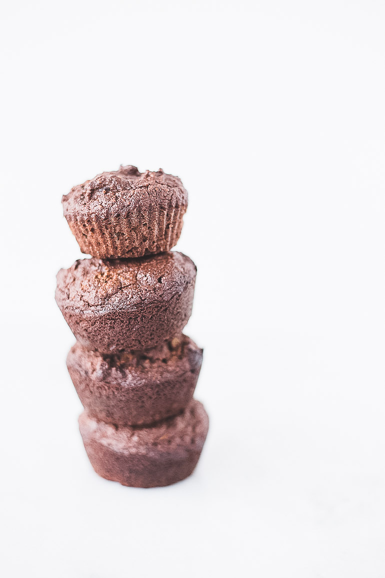 Paleo-friendly grain-free chocolate zucchini muffins! The perfect breakfast or snack that's healthy and is a sweet way to eat your vegetables. | Honestly Nourished www.honestlynourished.com
